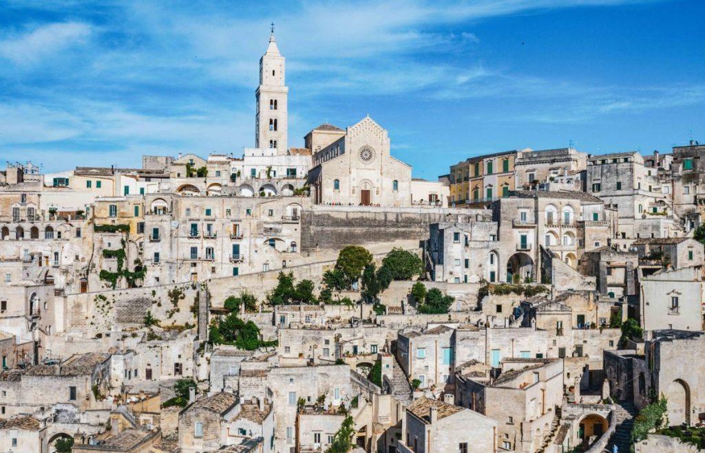 Vista sulla Cattedrale di Matera On the Road in Puglia
