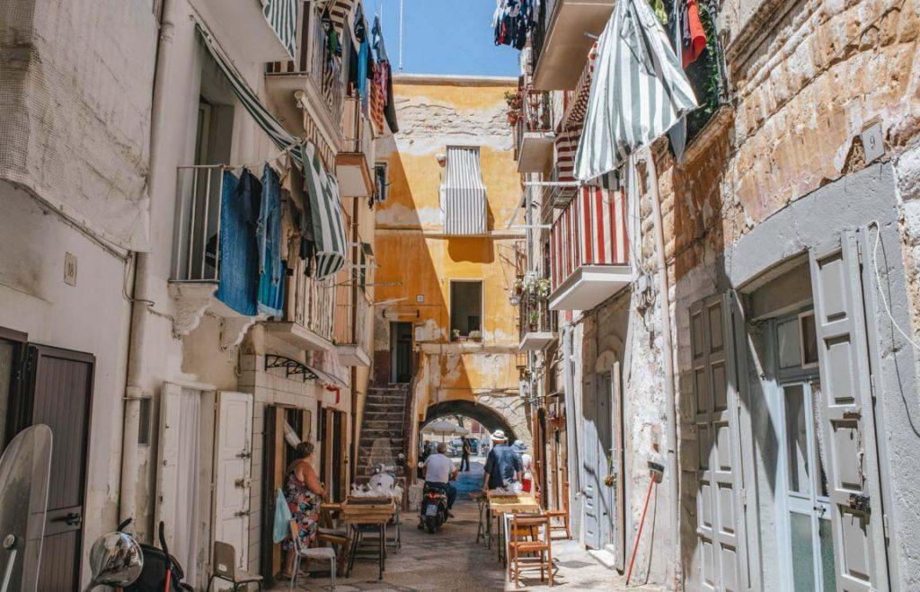 Cosa vedere a Bari in un giorno: Via Arco Basso
