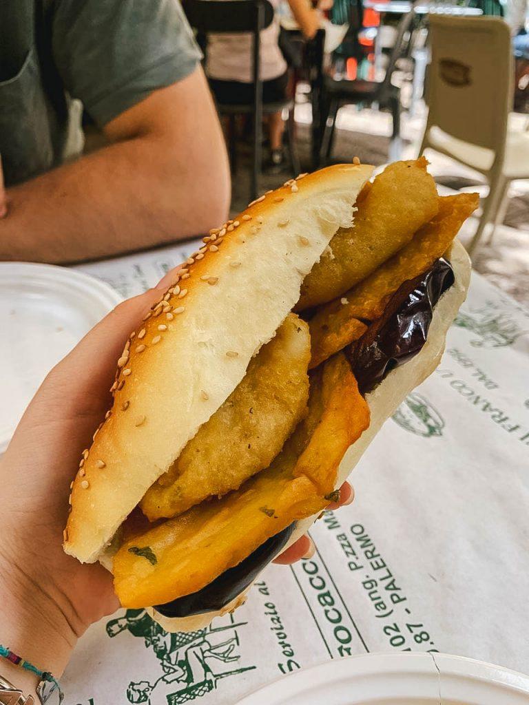 Cosa mangiare a Palermo: panino panelle, crocchè e melanzane